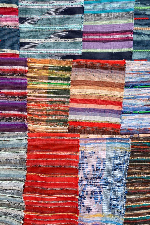 Beschaffenheit des traditionellen bunten ethnischen Wolldeckengewebes stockfotos