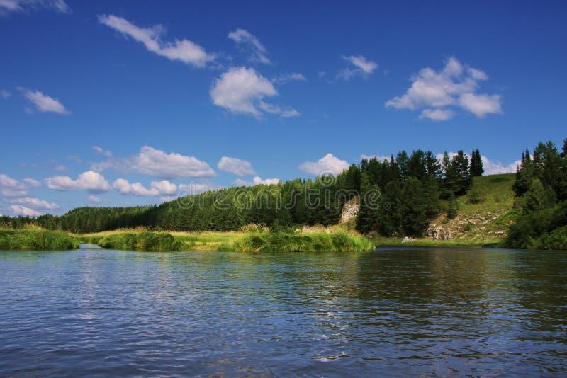 Beschaffenheit des Ural Flusses Chusovaya lizenzfreie stockbilder