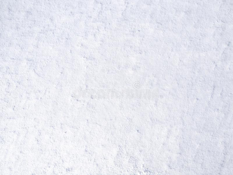 Beschaffenheit des weißen frischen Schnees, der in der Sonne, natürlicher Winterhintergrund funkelt lizenzfreies stockbild
