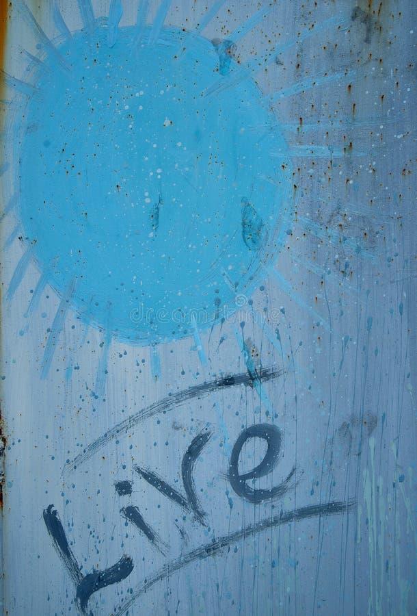 Beschaffenheit Eine Wand mit dem Wörter ` Leben ` Zeichnungssonne stock abbildung