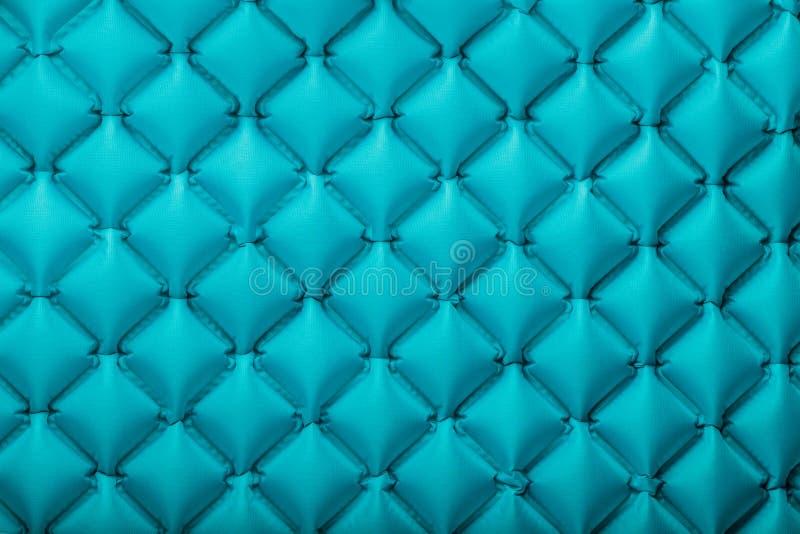Beschaffenheit einer blauen aufblasbaren touristischen Wolldecke, Abschnitte und Muster wiederholend Ultralight portierbare Wolld stockfotos