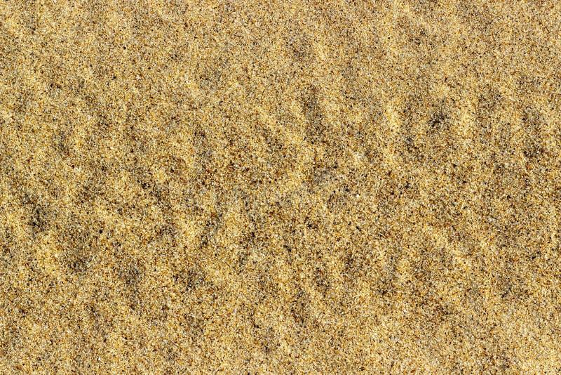Beschaffenheit mit gelbem Sand auf dem Fluss entziehen Sie Hintergrund stockbild
