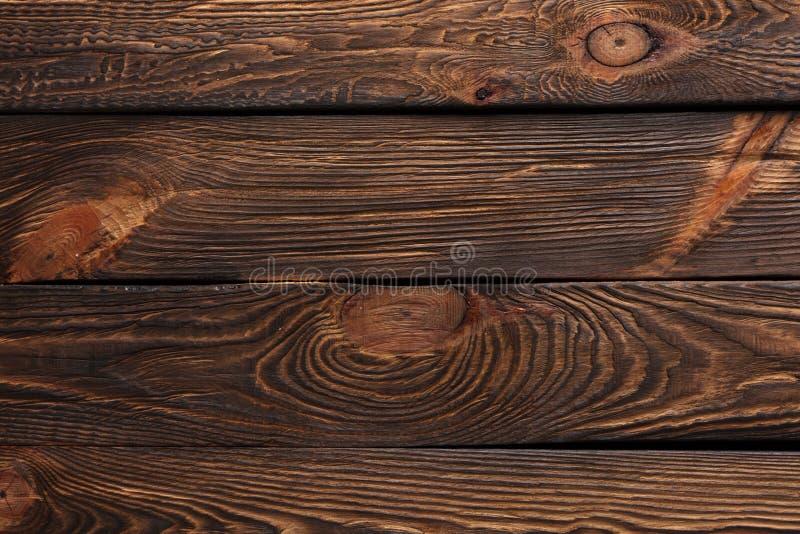 Beschaffenheit von Brettern des dunklen alten braunen Holzes stockbild