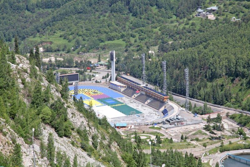 Beschaffenheit von grünen Bäumen und von Bergen, nahe Medeo in Almaty, Kasachstan, Asien lizenzfreies stockfoto