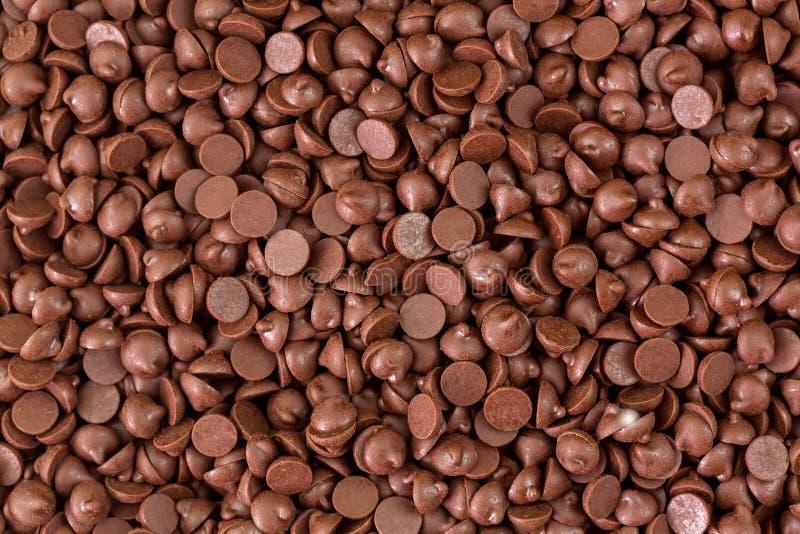 Beschaffenheit von kleinen Klumpen des versüßten Schokoladensplitterhintergrundes lizenzfreies stockfoto
