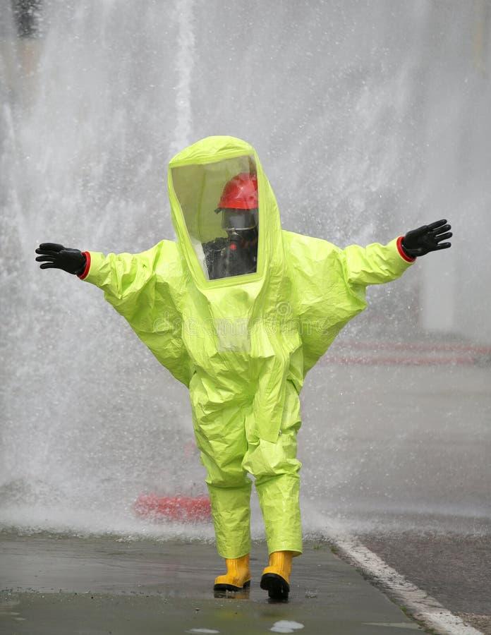 beschermend kostuum tegen chemisch en bacteriologisch virus attac royalty-vrije stock afbeeldingen