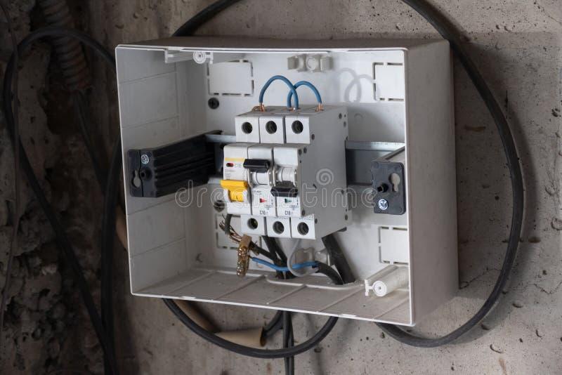 Beschermend sluitingsapparaat De doos van de machtsdistributie stock fotografie