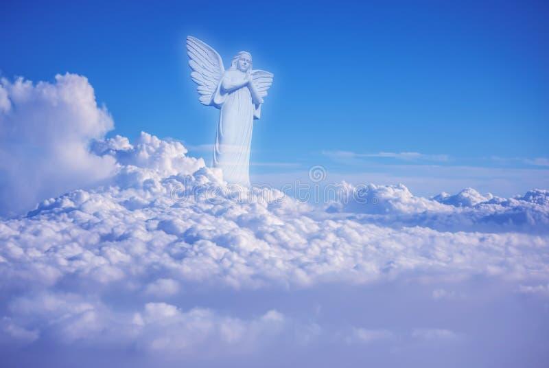 Beschermer onder wolkenengel in hemel royalty-vrije stock foto