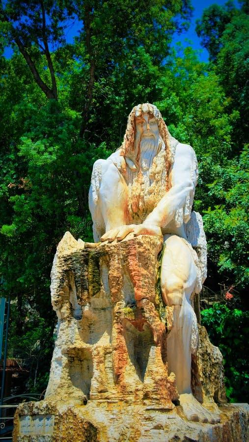 Beschermer van Tijdstandbeeld bij Jeita-Grot, Libanon stock foto