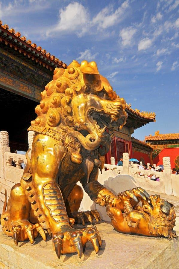 Beschermerleeuw, het Drie Grote Zalenpaleis in Verboden Stad, Peking China stock fotografie