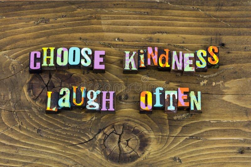 Beschließen Sie Güte, häufig glücklichen Briefbeschwerer zu lachen lizenzfreies stockbild