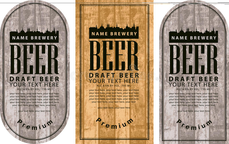 Beschriften Sie Bier mit der alten Stadt auf hölzernem Hintergrund lizenzfreie abbildung