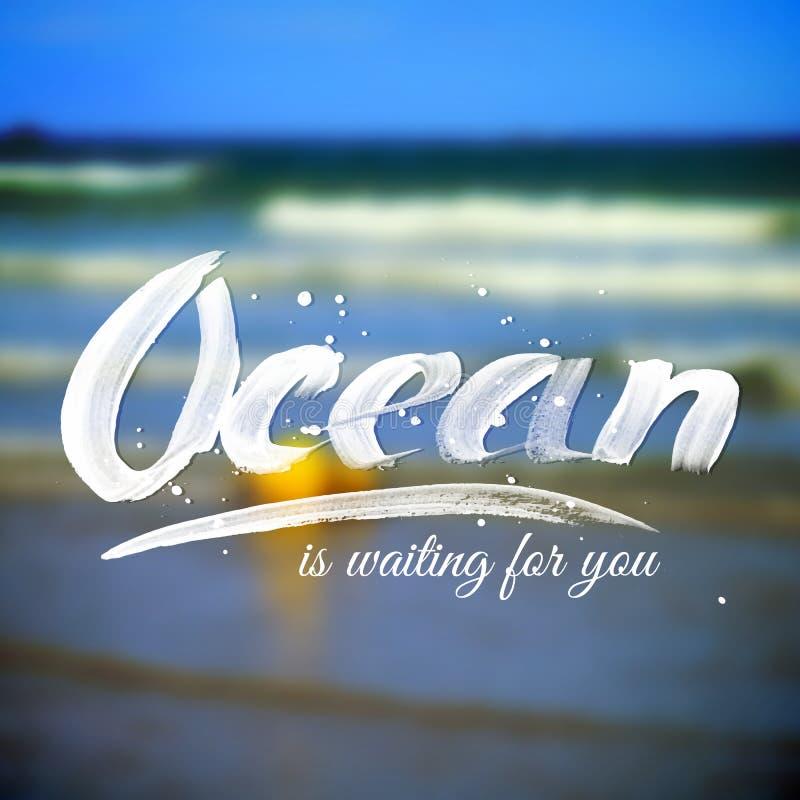 Beschriftungstypographiedesign auf unscharfem Ozean lizenzfreie abbildung