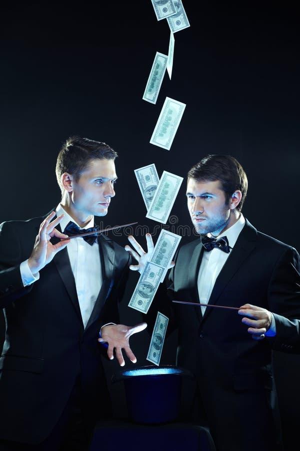 Beschwören über Geld lizenzfreie stockbilder