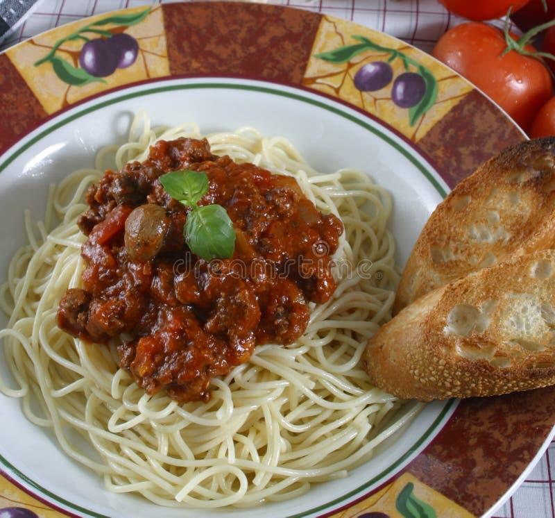 Download Besegra pasta arkivfoto. Bild av mål, meat, läckert, vitlök - 984786