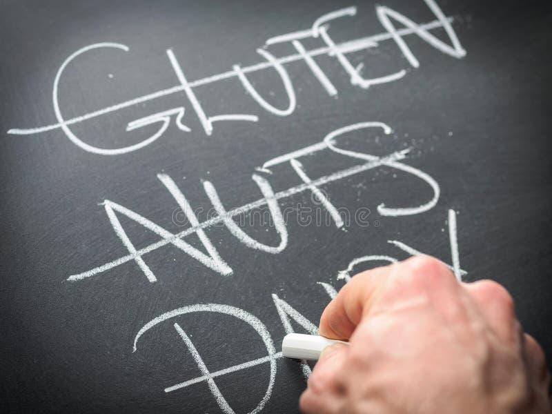 Beseitigen von Nahrungsmitteln von der Diät stockfoto