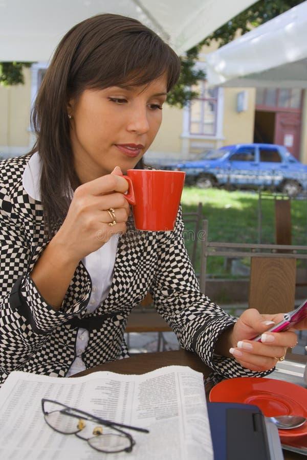 Besetzte Kaffeepause stockfotos