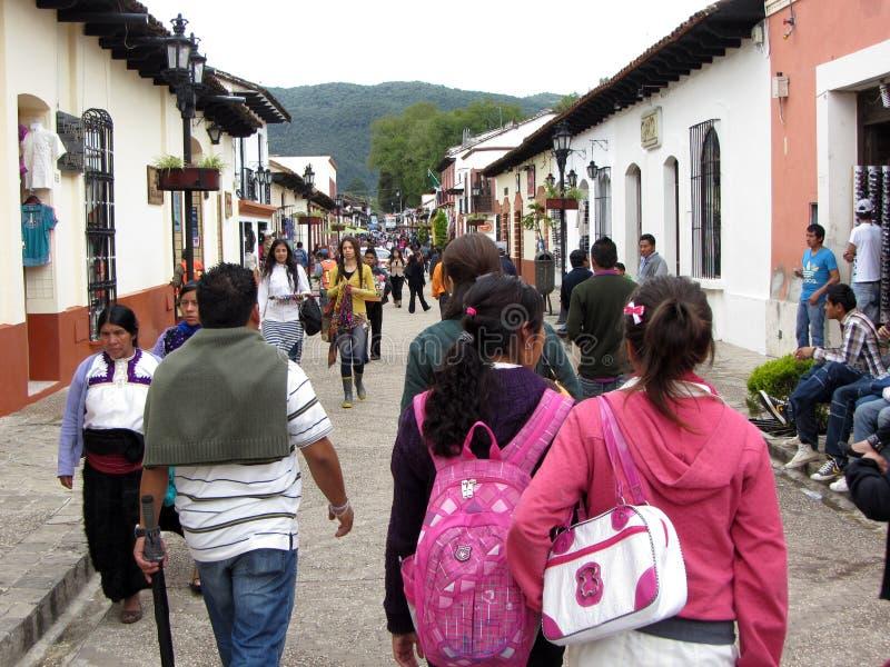Besetztes im Stadtzentrum gelegenes San Cristobal de Las Casas lizenzfreie stockfotografie