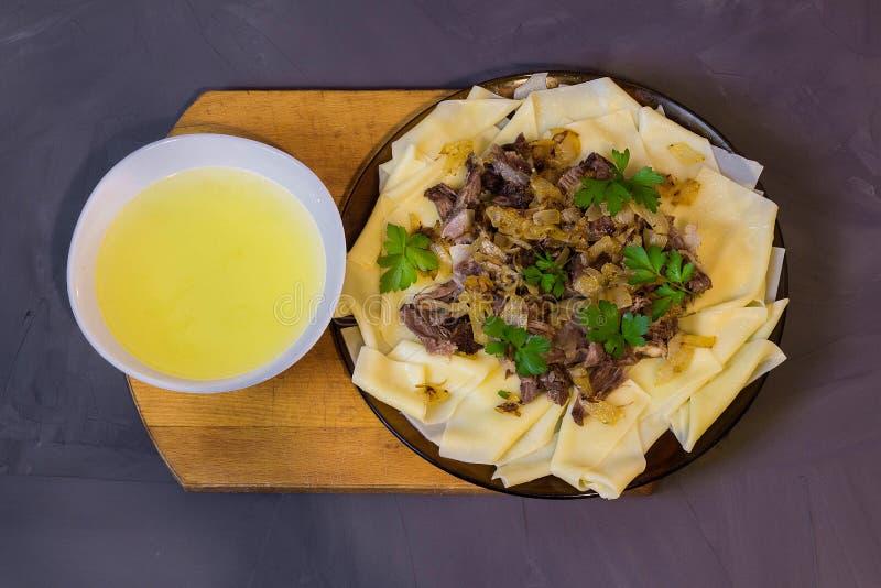 Beshbarmak, традиционное блюдо азиата казаха стоковые изображения rf