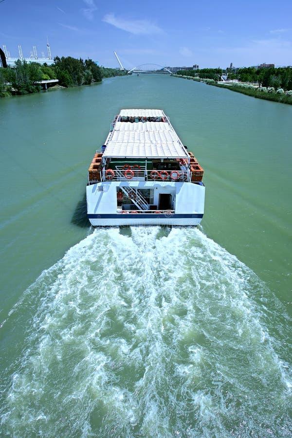 Besichtigenboot Auf Fluss In Sevilla, Spanien Lizenzfreies Stockfoto