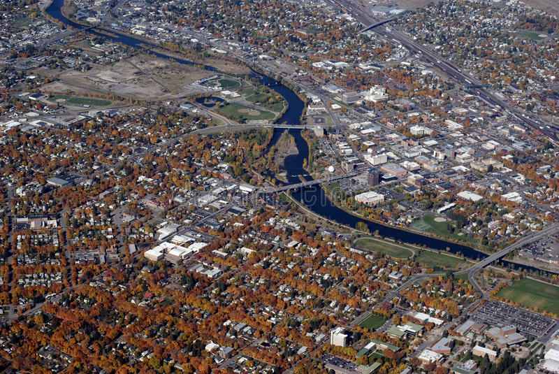 Beskåda av beskådar i stadens centrum Missoula Montana arkivfoto
