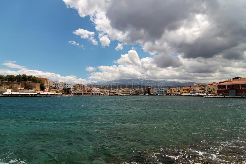 Beskåda av gammal port. Chania Crete arkivbilder
