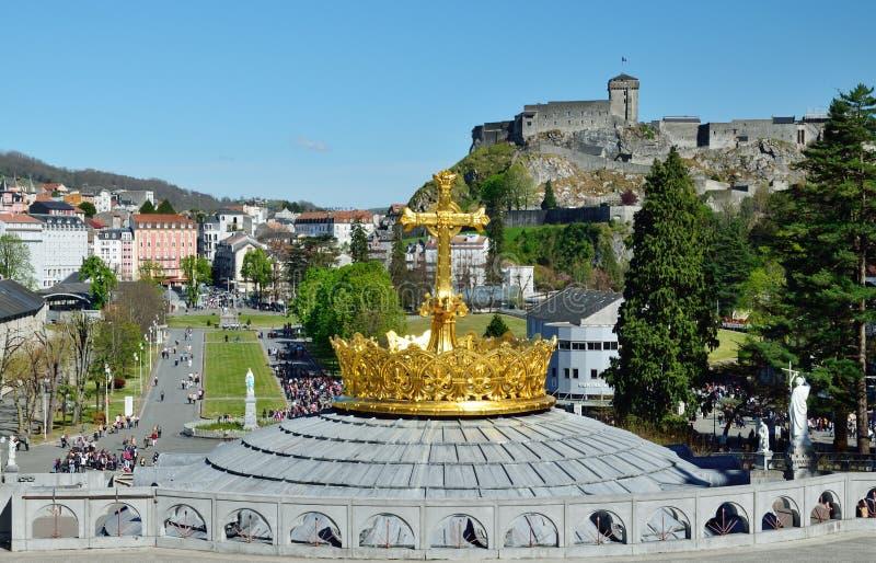 Beskåda av Lourdes med radbandet kvadrerar arkivfoton
