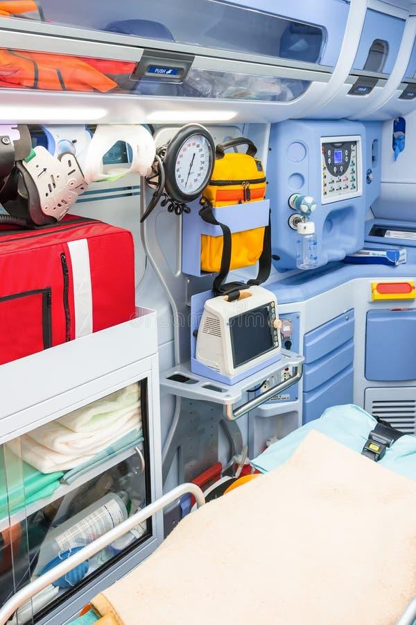 Beskåda från det sanitära rummet inom ambulansen royaltyfri fotografi