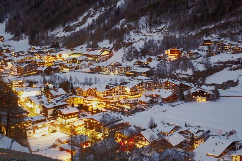 Beskåda från funicular posterar på byn arkivfoton