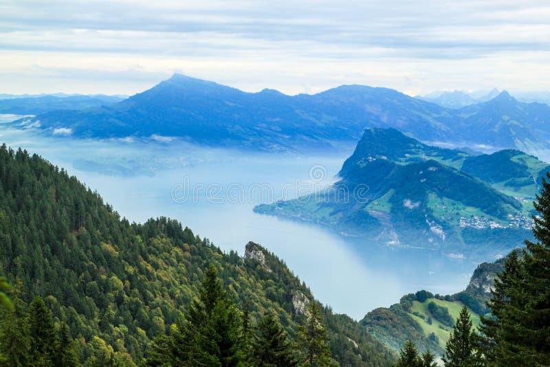 Beskåda från Mt Pilatus sjö Luzern, Schweiz royaltyfri foto