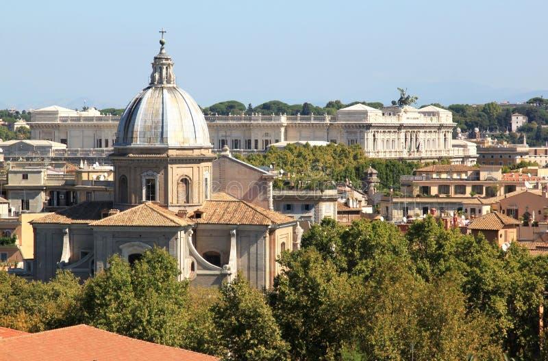Beskåda från Janiculum kullar på Archbasilica, Rome royaltyfria foton