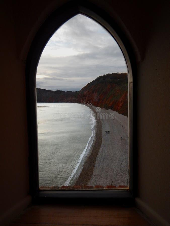 Beskåda till och med fönstret arkivfoton
