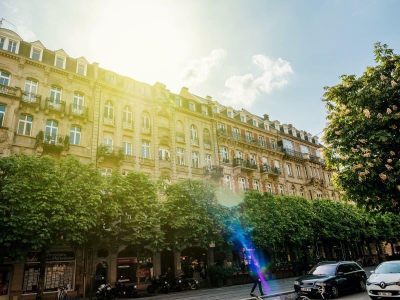 Beskåda underifrån av den Aveny de la Marseillaise boulevarden arkivfoto