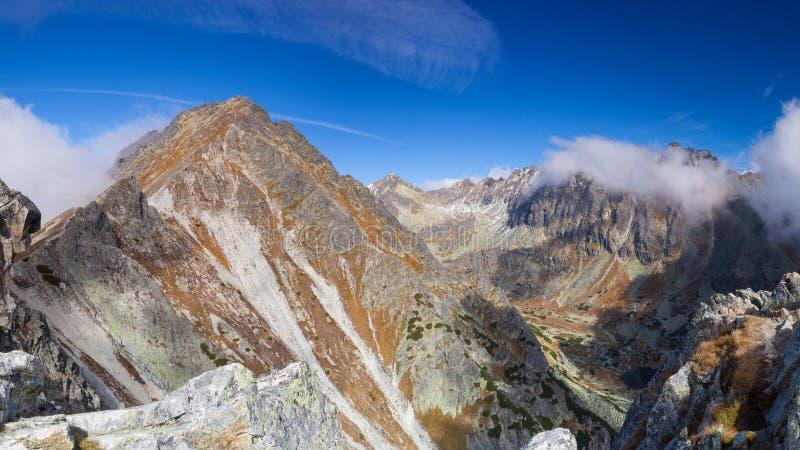 Beskåda uppifrån av berget i den höga Tatrasen, Slovakien arkivfoton