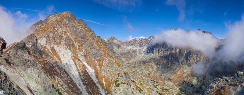 Beskåda uppifrån av berget i den höga Tatrasen, Slovakien royaltyfri fotografi