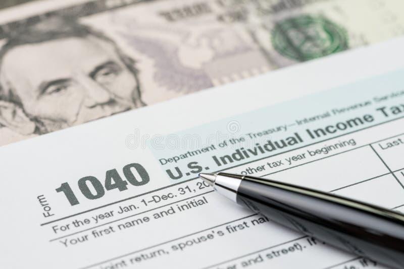Beskatta tidbegreppet, penna på individuell inkomstskatt för 1040 USA som fyller f royaltyfria bilder