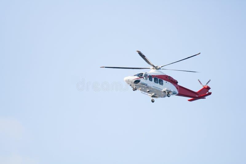 Beskickning för räddningsaktionhelikopterflyg i nödläge arkivfoton