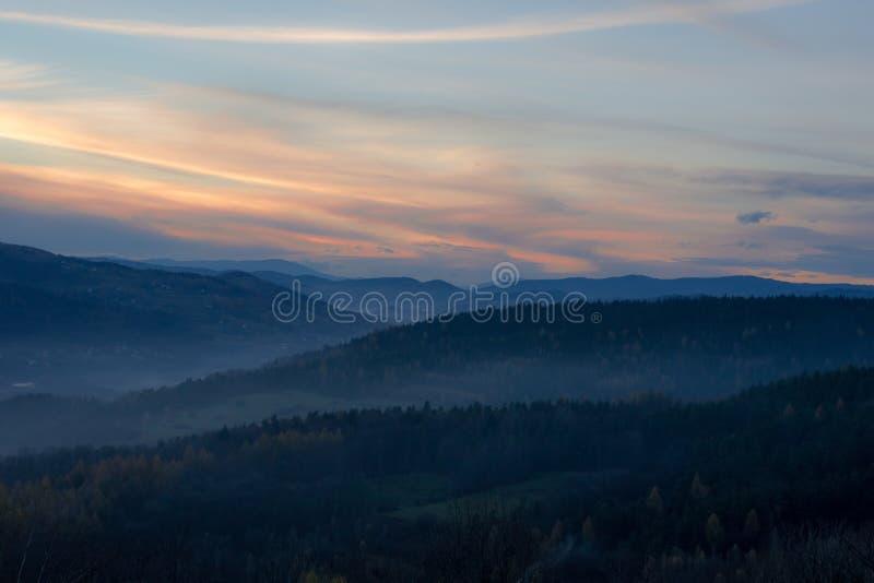Beskids solnedgång royaltyfria bilder