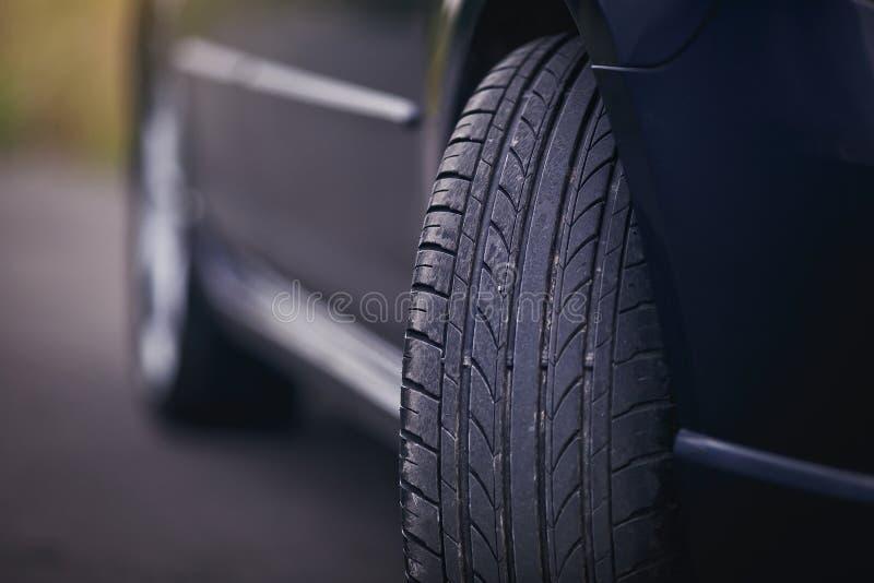Beskyddande för bilgummihjul royaltyfria foton