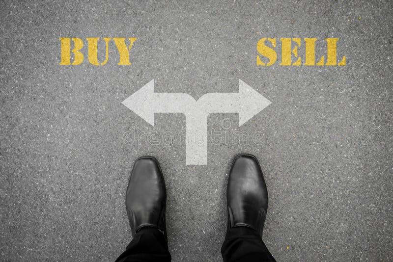 Besluit om bij de dwarsweg te maken - koop of verkoop royalty-vrije stock afbeeldingen