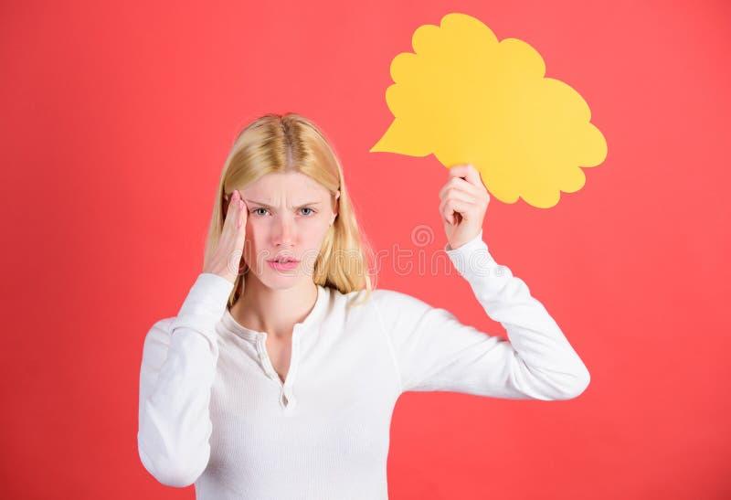 Beslut och lösning problemet löser Vad är på hennes mening Gör beslutet Antyda och allude begreppet Beslut och tankar arkivfoton