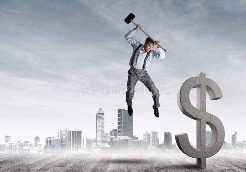 Beslutsam bankirman mot modern cityscape som bryter dollarbetongdiagramet royaltyfri illustrationer