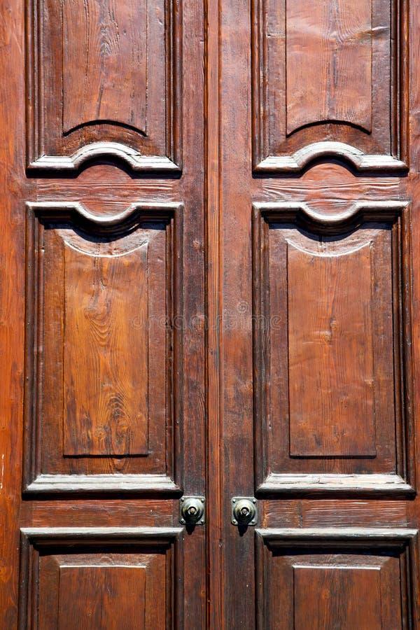 besnate abstrakte rostige geschlossene hölzerne Lombardei Italien Varese lizenzfreie stockfotos
