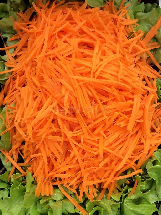 Besnoeiing verscheurde wortelen royalty-vrije stock foto's