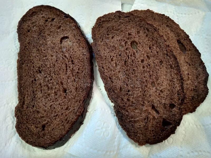Besnoeiingsstukken van Borodino-brood royalty-vrije stock foto's