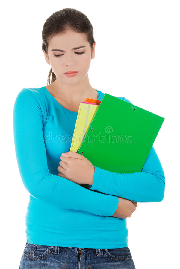 Besorgte Frau, die ihre Anmerkungen hält lizenzfreie stockfotos