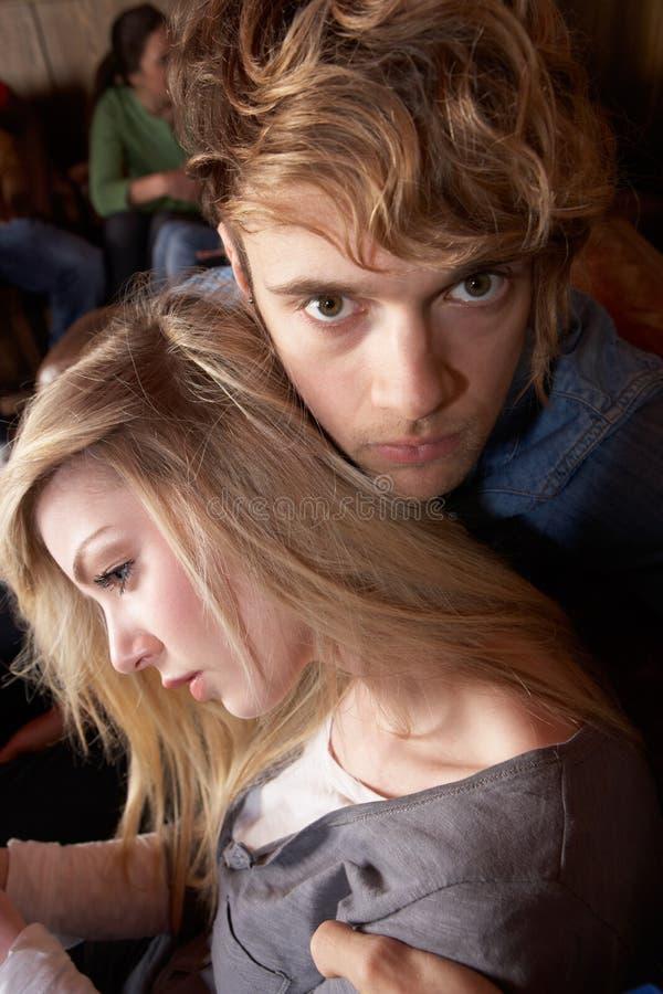 Besorgte junge Paare stockbilder