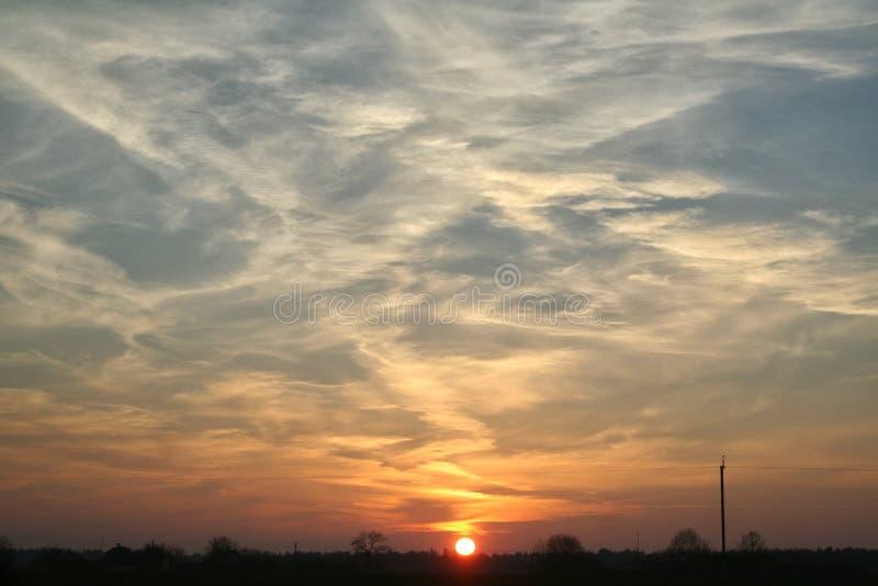 Besorgter Sonnenuntergang stockbild