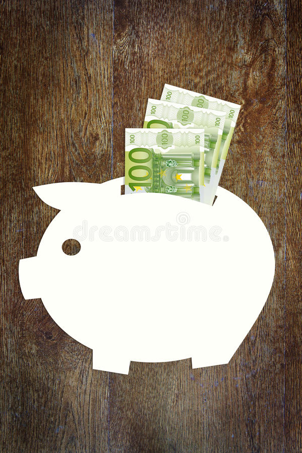Besparingar pengarna i euro arkivbilder