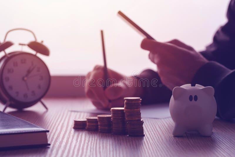 Besparingen, financiën, economie en huisbegroting royalty-vrije stock afbeeldingen
